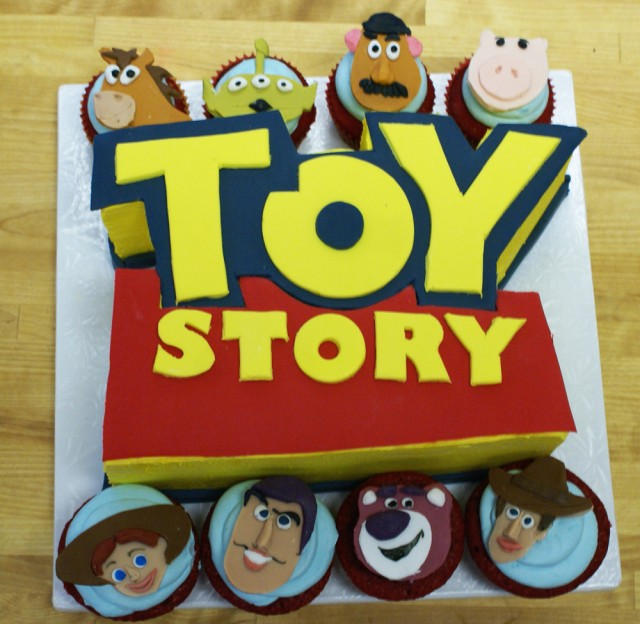 toy story cake1 e1297778981592 Toy Story Birthday Cake and cupcakes
