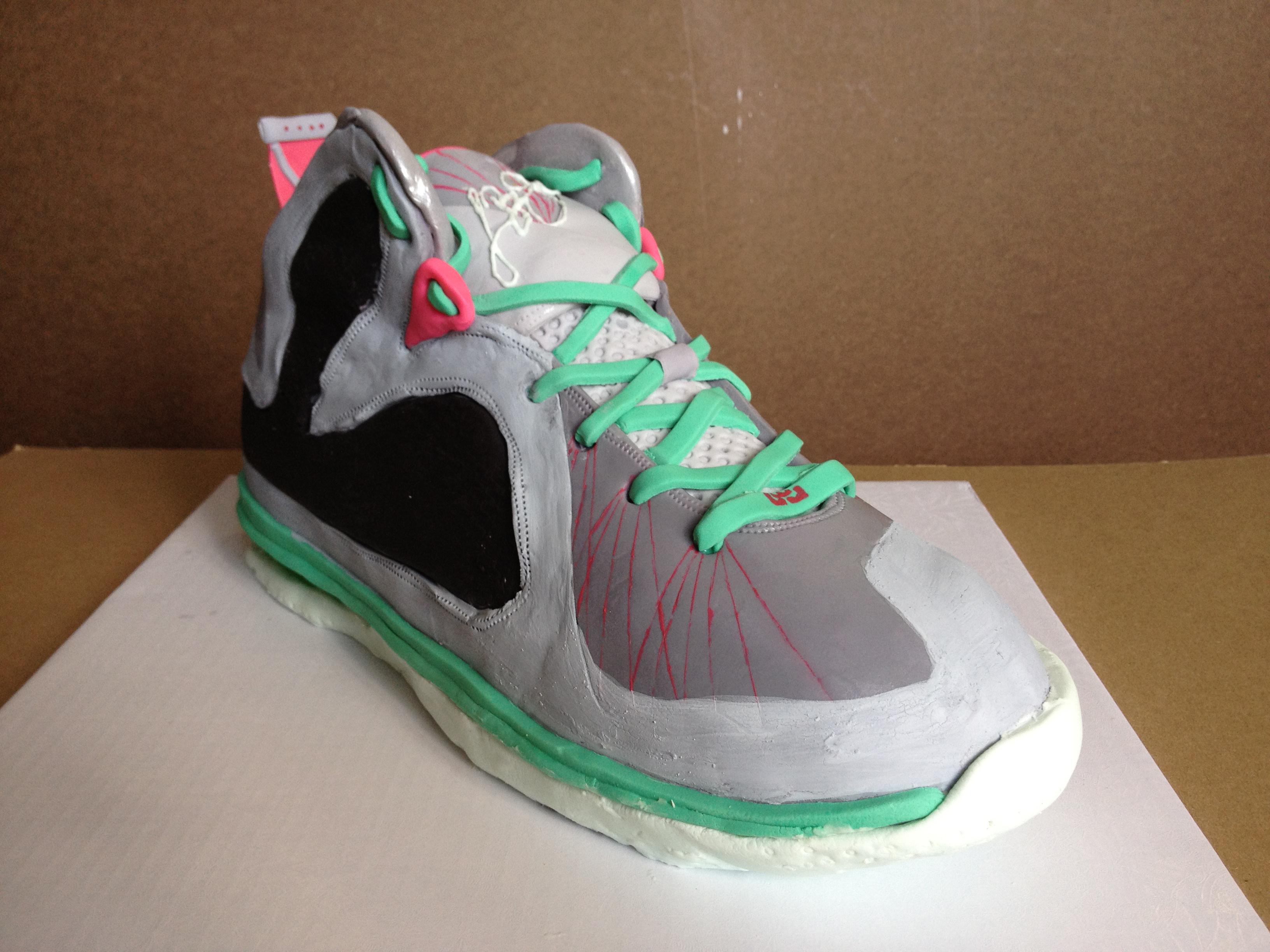 Lebron sneaker Nike LeBron 9 Elite GS Miami Vice Sneaker Cake